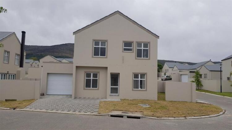 4 bedroom house to let in paarl north