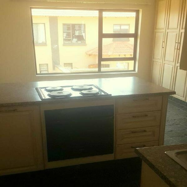 Gold stone 2 bachelor for rent
