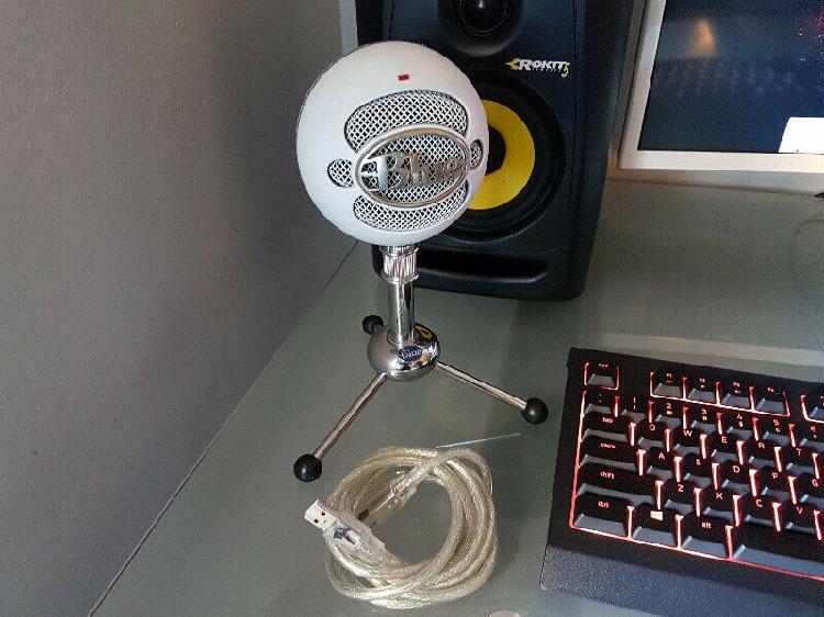 Blue snowball usb microphone (neat condition) r900 neg