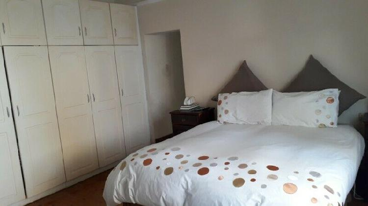 Large rooms in secured quiet clean house by berea spar,bp