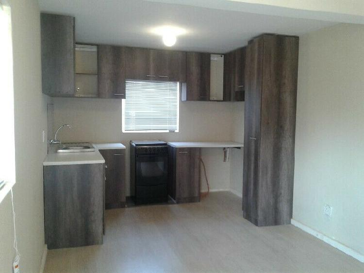 Bachelor pad for rent in westering r3000.00 per month