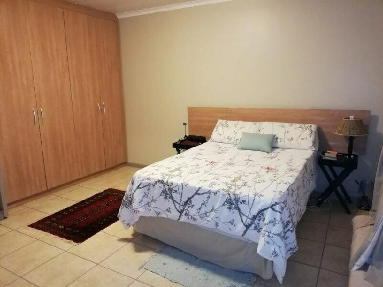 Beacon bay, big, light, open plan 2 bedroom apartment,
