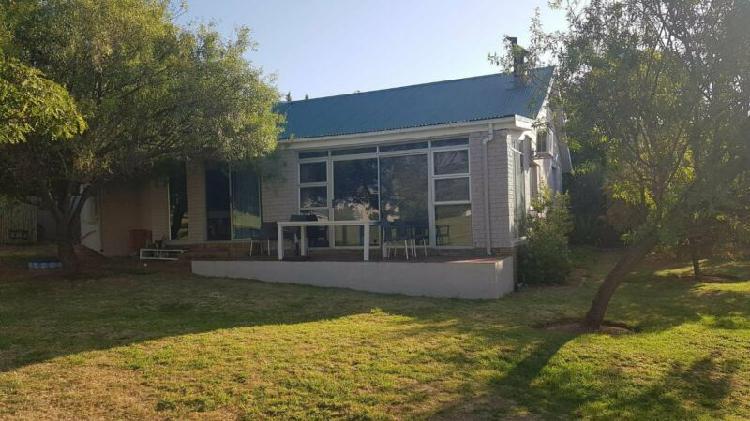 2 bedroom house in welgevonden estate on the green belt for