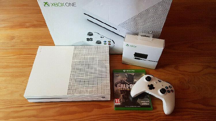 Xbox one s bundle (good condition) r4000 neg