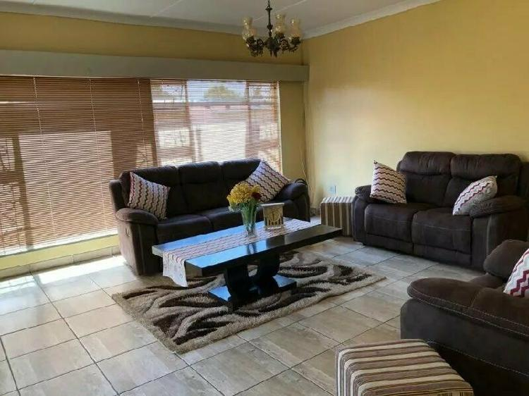 House in universitas for sale