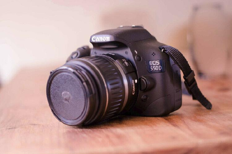 Canon eos 550d camera with kit lens