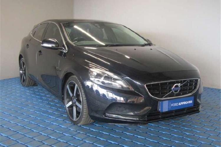 Volvo v40 t3 elite 2014