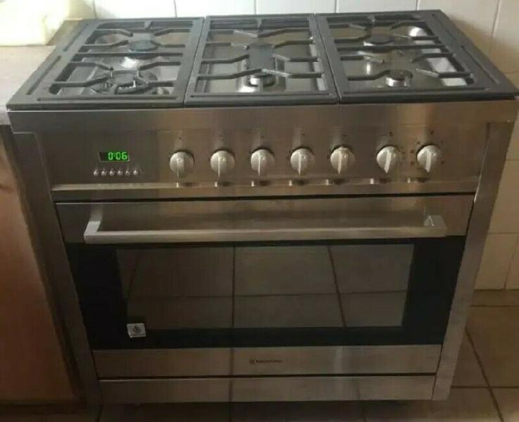 Russel hobbs 6 plate gas stove with oven