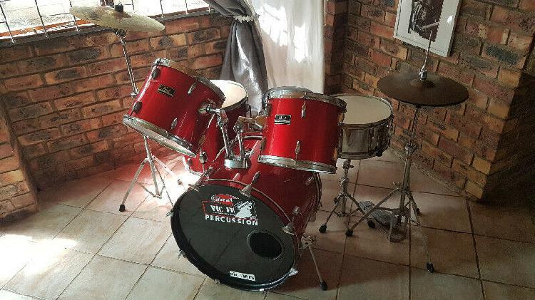 Pearl forum drum kit (neat condition) r4500 neg