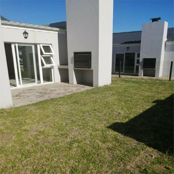 3 bedroom townhouse to rent in bergenzicht estate