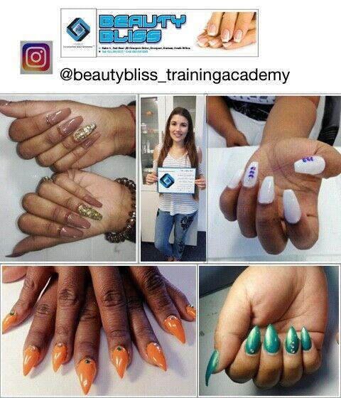 Online training.r2200 gel and acrylic nail course with nail