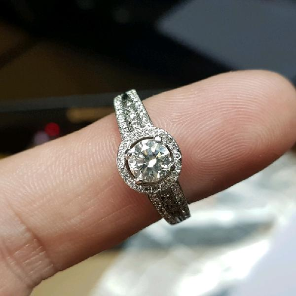 Brand new 18ct Gold Engagement/Wedding Ring