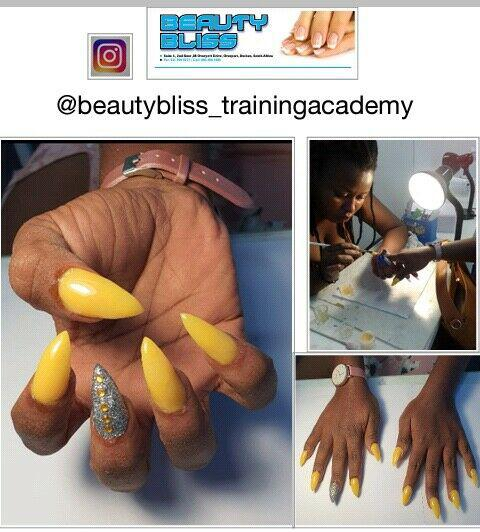 Online training.videos.professional nail technician