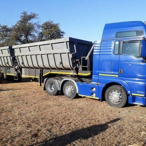 We rent 34 ton horse side tippers call,041 516 0062 or visit