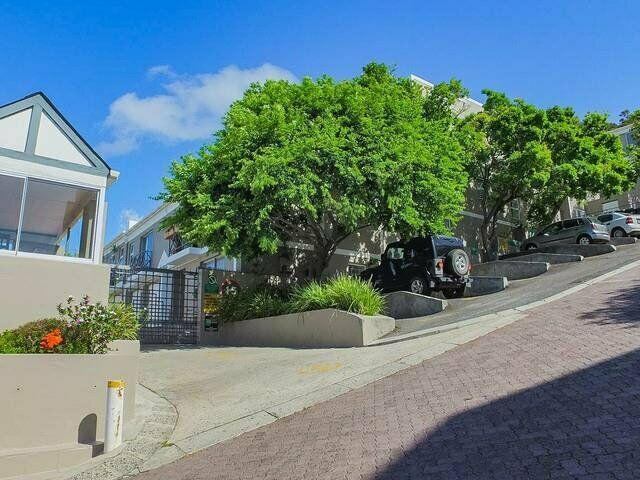 2-bedroom apartment on boundary rd with views and parking