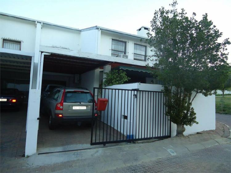 3 bedroom townhouse to let in groenvlei