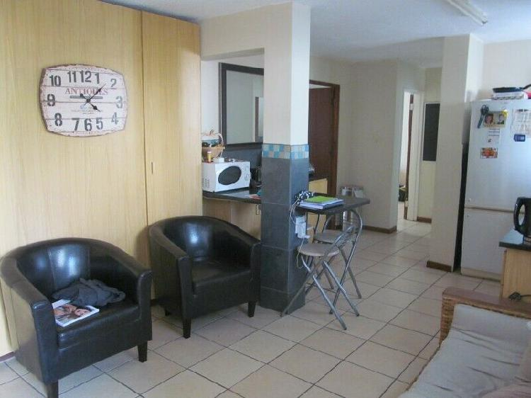 2 Unfurnished rooms available to rent in a 3 bedroom