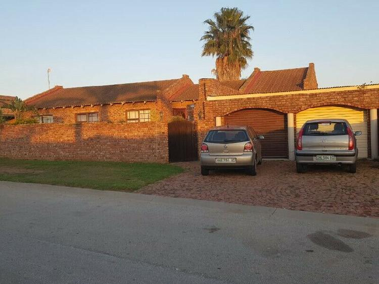 Beautiful house with flat up for rent in despatch