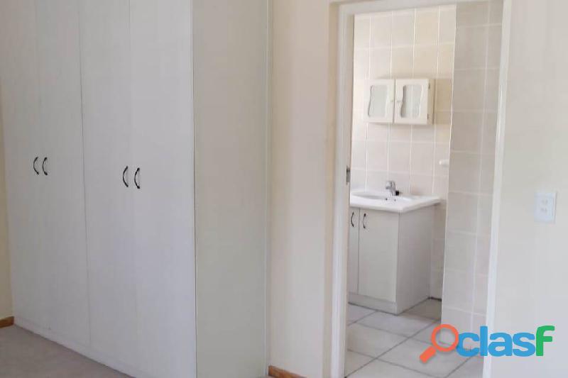 2 Bed Apartment in Rondebosch 3