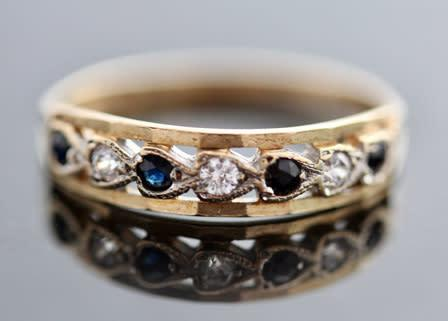 English vintage royal blue spinel 9ct yellow gold ring.