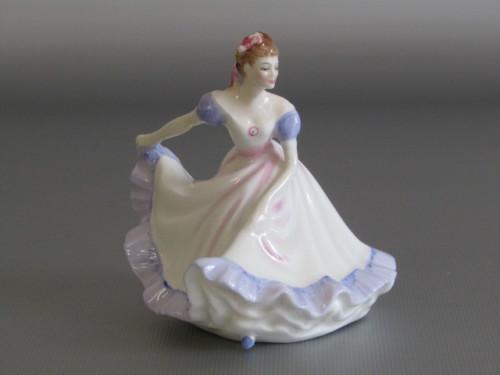 Original vintage 1970 royal doulton figurine ninette hn3215,