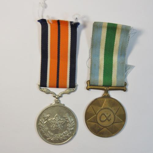 Set of 2 sa medals issued to japie prins - general service