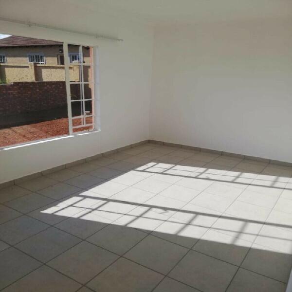 Room to rent r2300 in tasbet