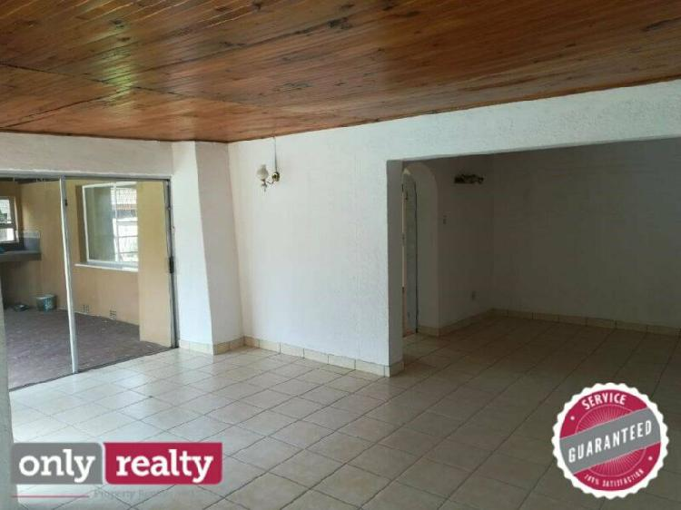 Lorraine 3 bed 2 bath house with pool and single garage for