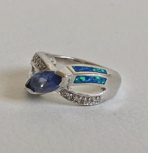 925 silver ring, criss cross style with clear stones, blue