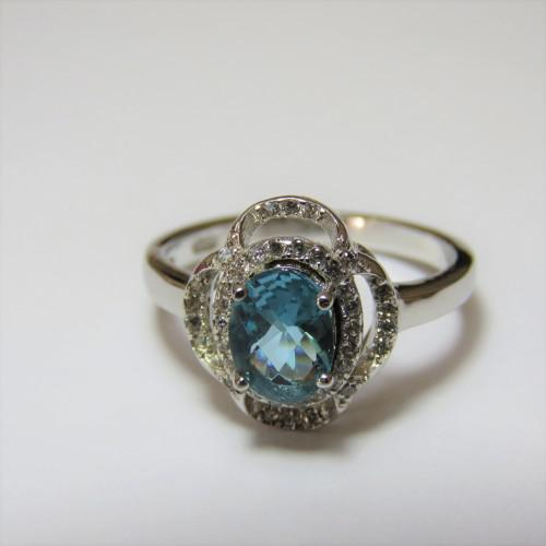 Sterling silver ring 925 with light blue stone - 3,4 g -