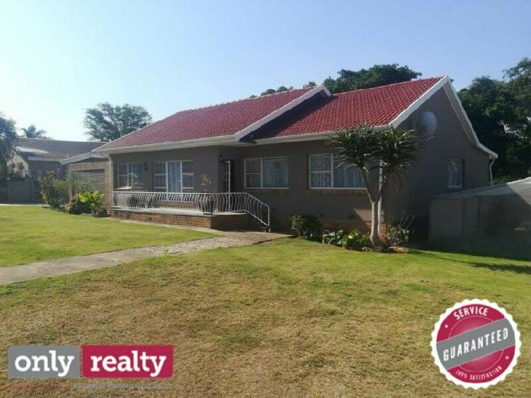 Uitenhage 4 bed 2 bath house with single garage for sale