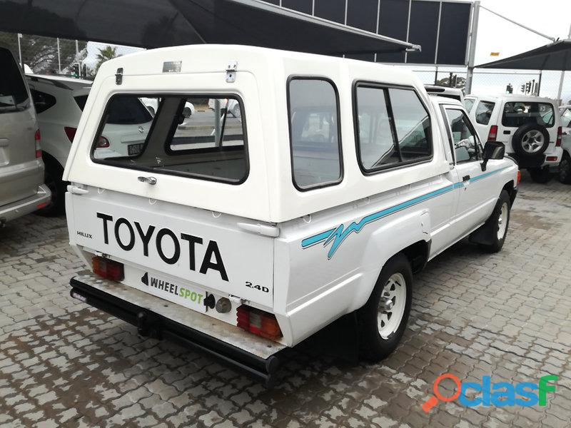 1997 Toyota Hilux 2.4 diesel for sale in condition please contact Mbonisi 0822120607 2