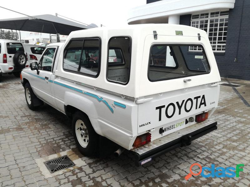 1997 Toyota Hilux 2.4 diesel for sale in condition please contact Mbonisi 0822120607 3
