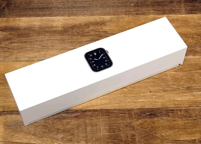 Apple Series 5 44mm GPS Watch With Box For Sale