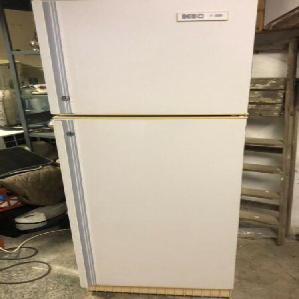 Fridge freezer - kic 220 litres in white (small) - excellent