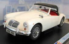 Revell mg mga roadster rhd - white, red interior