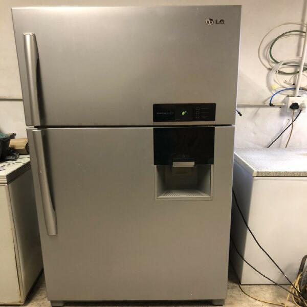 Fridge freezer with water dispenser - metallic silver lg 550