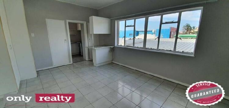 Richmond hill studio / bachelor apartment for rent