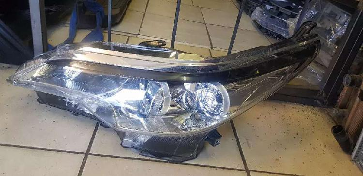 TOYOTA FORTUNER 2.4 HEAD LIGHT LEFT SIDE AVAILABLE