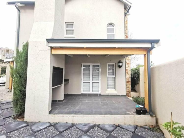 Upmarket 3 bedroom house to rent in nooitgedacht village,