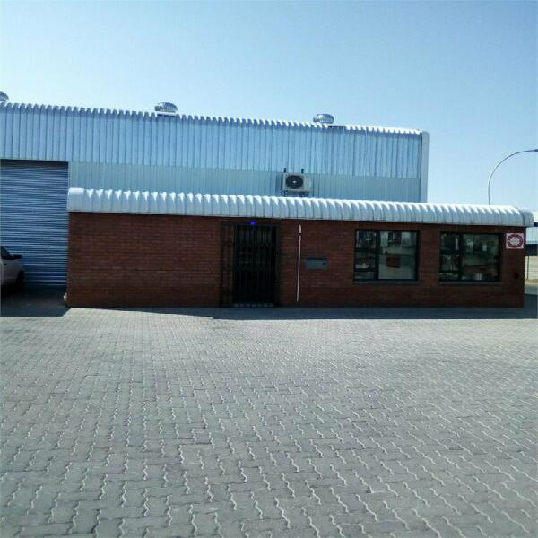 280m² Commercial To Let in Oos Einde at R51.00 per m²