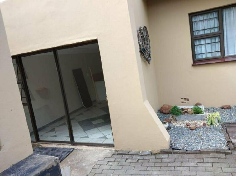 One bedroom garden cottage in nahoon valley jasmay place