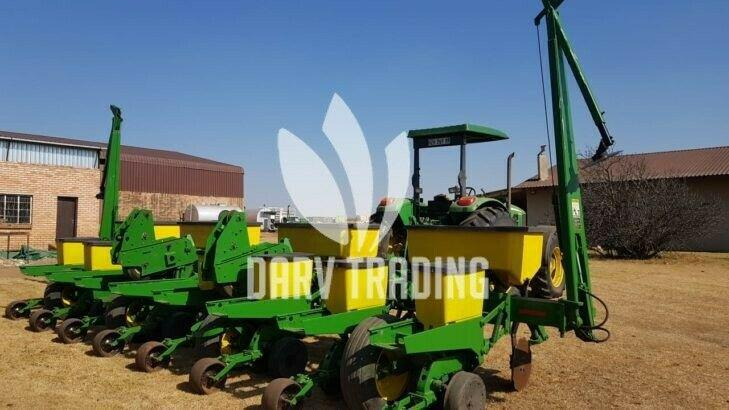 John deere 1750 8 row 91 planter