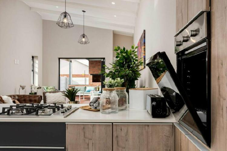 Stunning 3 bedroom home for sale in pinelands