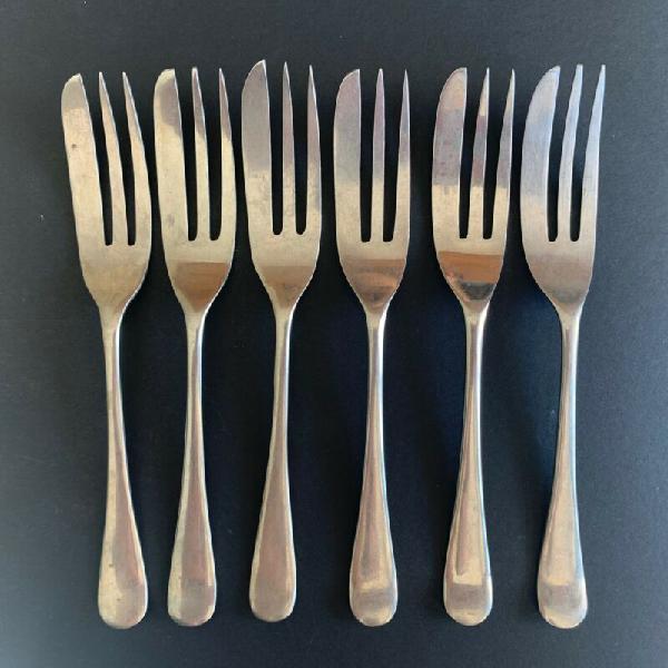 Set of 6 vintage plated cake forks.