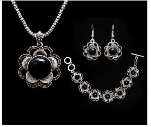 Black antique silver plated sunflower pendant necklace