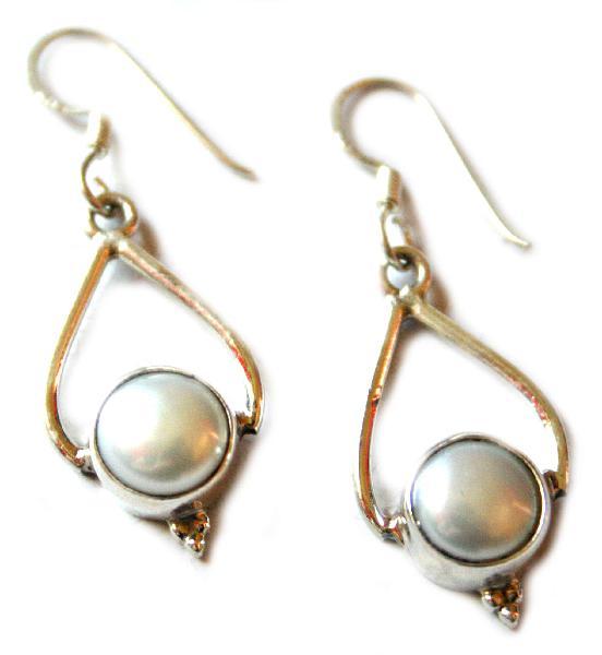 Pearl cabochon earrings set in 925 silver, teardrop design,