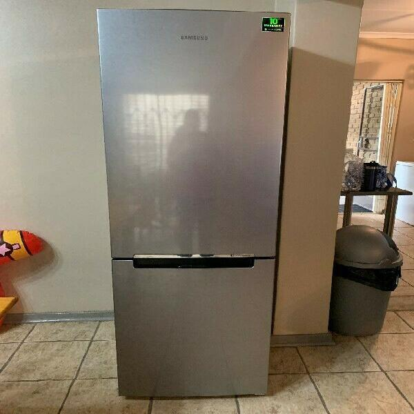 Samsung fridge-freezer combo