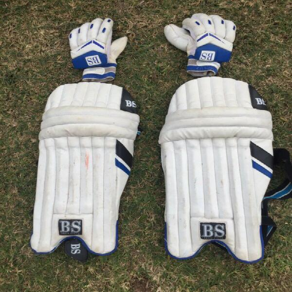 B&s cricket pads and gloves