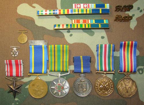 Sap group of 6 full size medals plus 2 miniatures to: konst